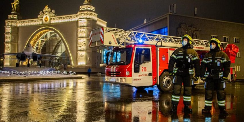 Московские пожарные обеспечили безопасность в новогоднюю ночь
