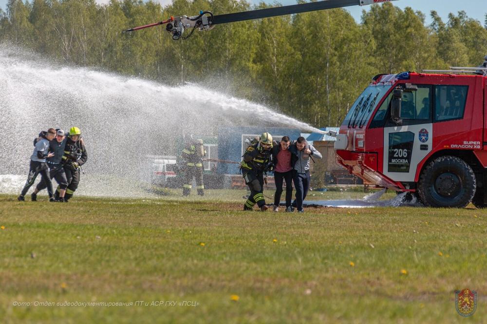 Столичные спасатели приняли участие в демонстрационных учениях