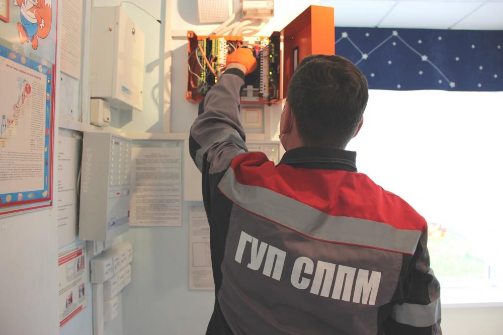 Сотрудники столичного ГУП СППМ обеспечивают пожарную безопасность в образовательных учреждениях