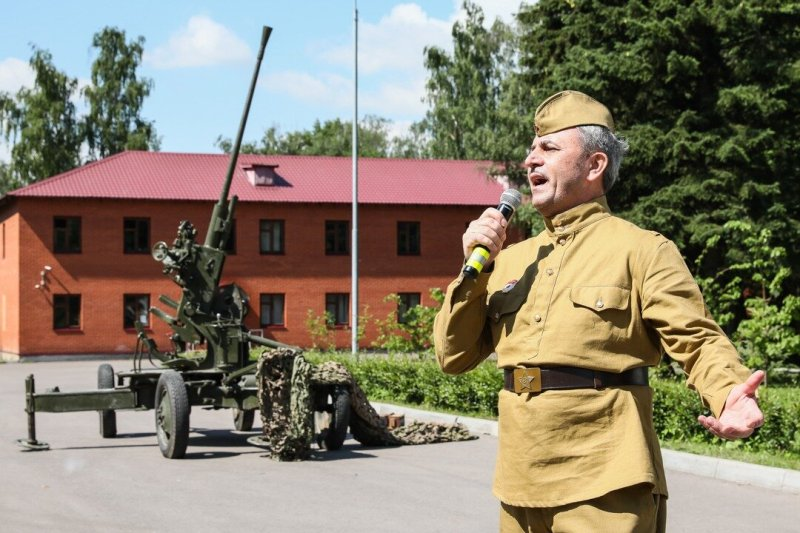 Представители Департамента ГОЧСиПБ поздравили ветеранов с Днем Победы