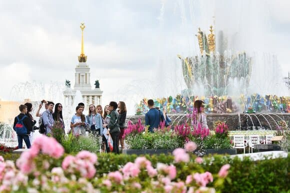 На главной выставке страны стартовал экскурсионный сезон