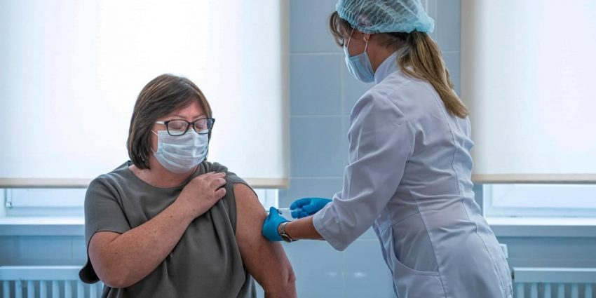 Юристы подтвердили правомерность решения об обязательной вакцинации в Москве